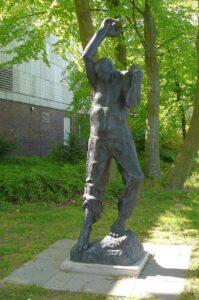 Фриц Кремер. Скульптура«Восстающий» («Борец за свободу»),1964-1965