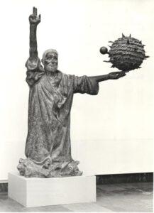"""Фриц Кремер. Статуя""""А все-таки она вертится""""(Галилей).1969-1972"""