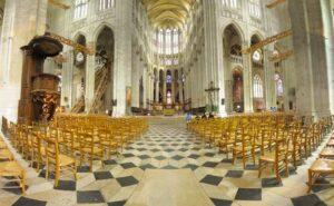 В Соборе Святого Петра в Бове.Франция