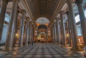 Внутри Казанского собора, Петербург.