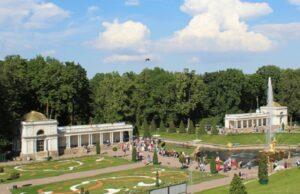 Воронихинские колоннады. Петергоф